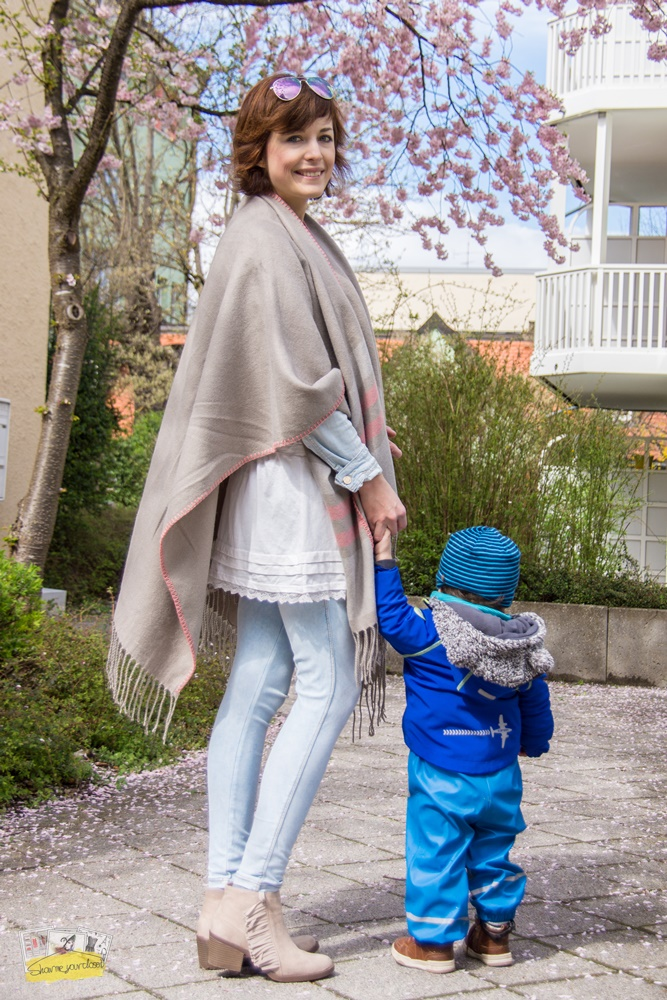showmeyourcloset_mum_style_styled-by-him-cape-justfab-jeans-booties_mother-and-son